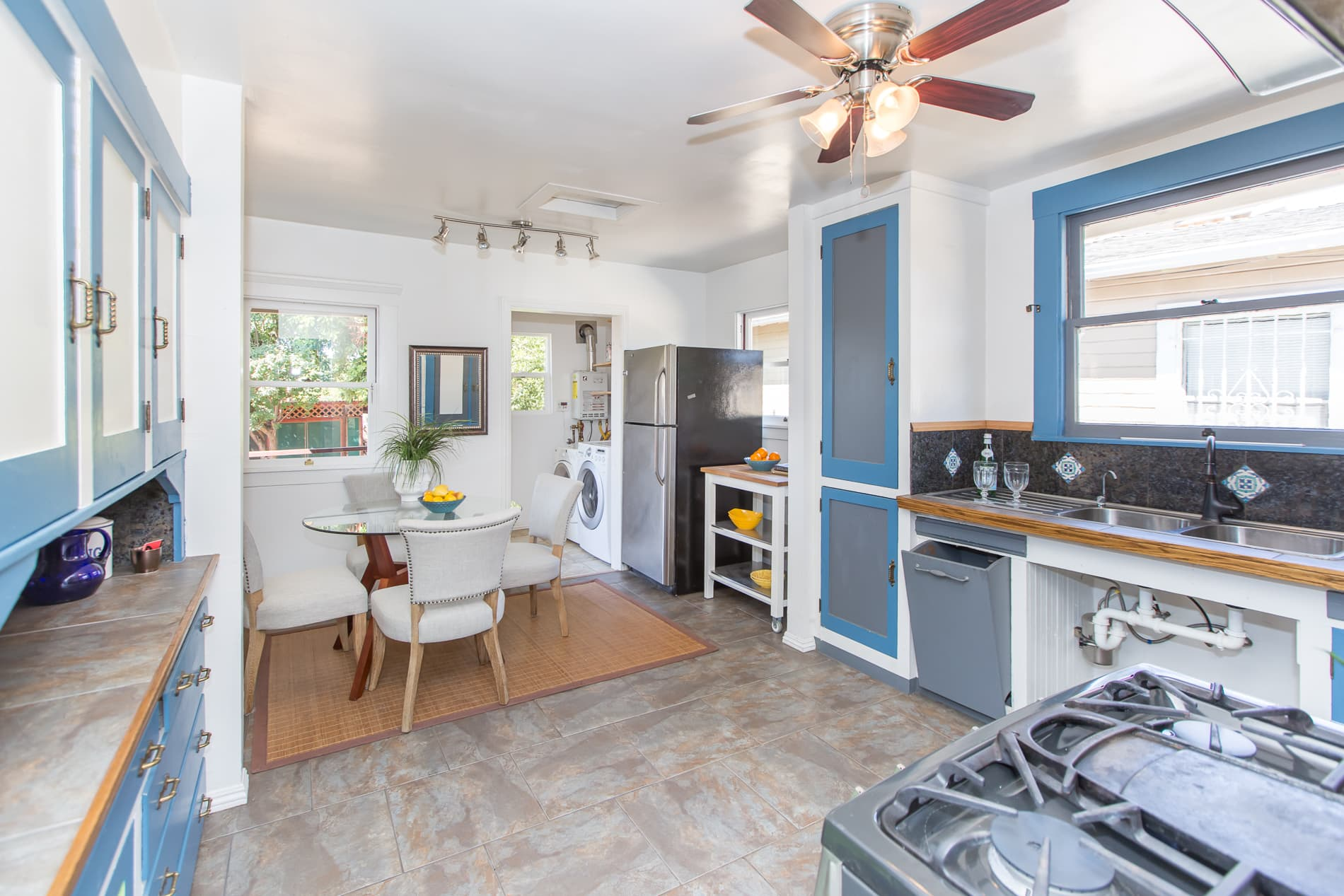 4229 Suter St-kitchen4