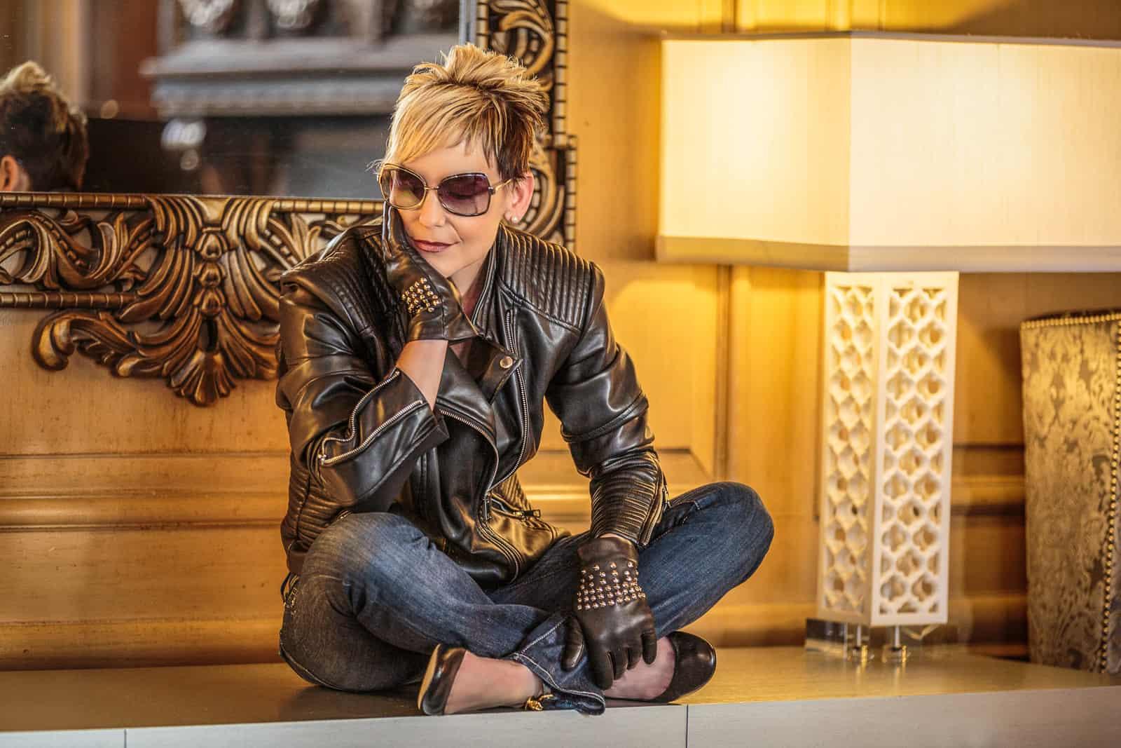 beau-gant-gloves-metal-studs-black-fashion