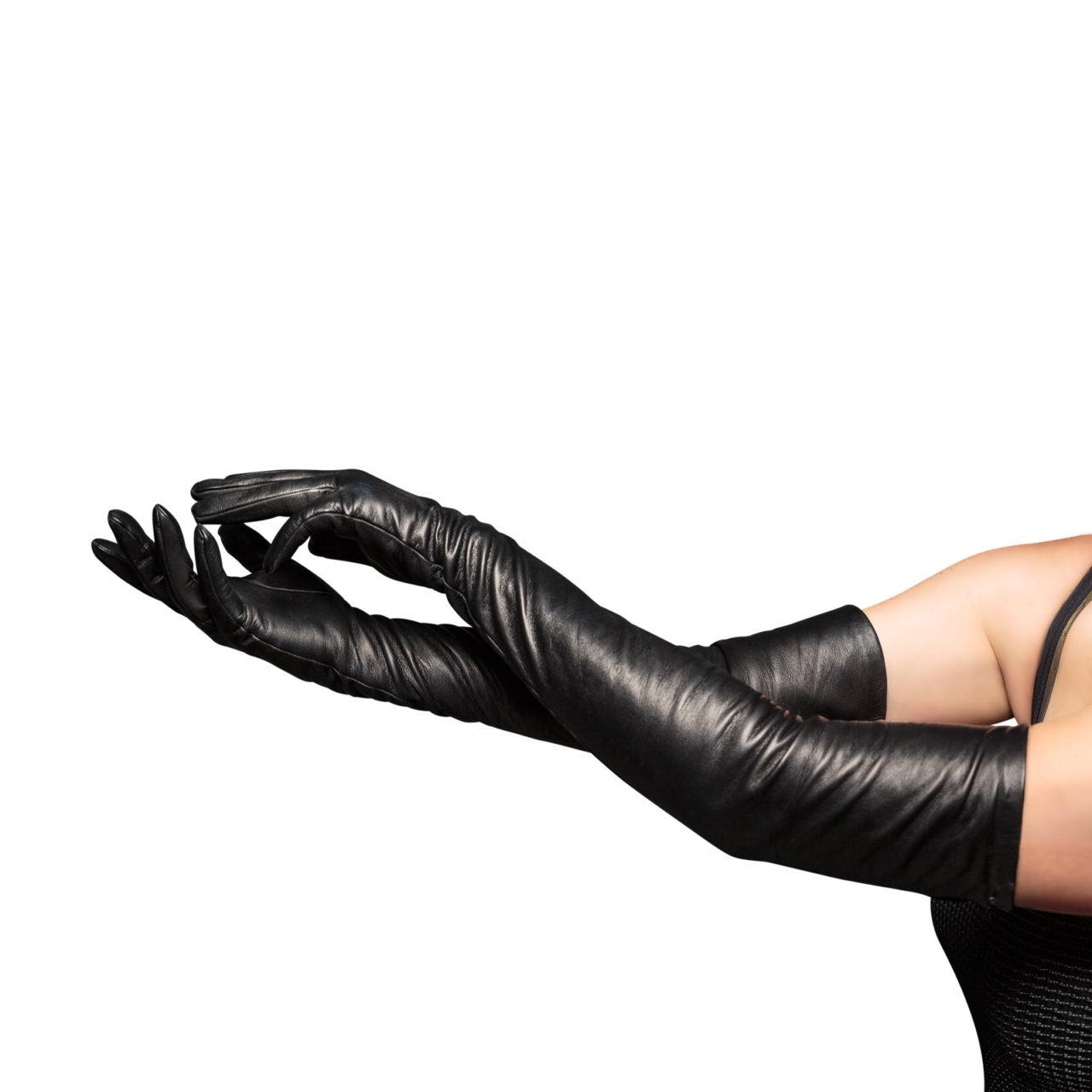 beau-gant-gloves-opera-black-hero